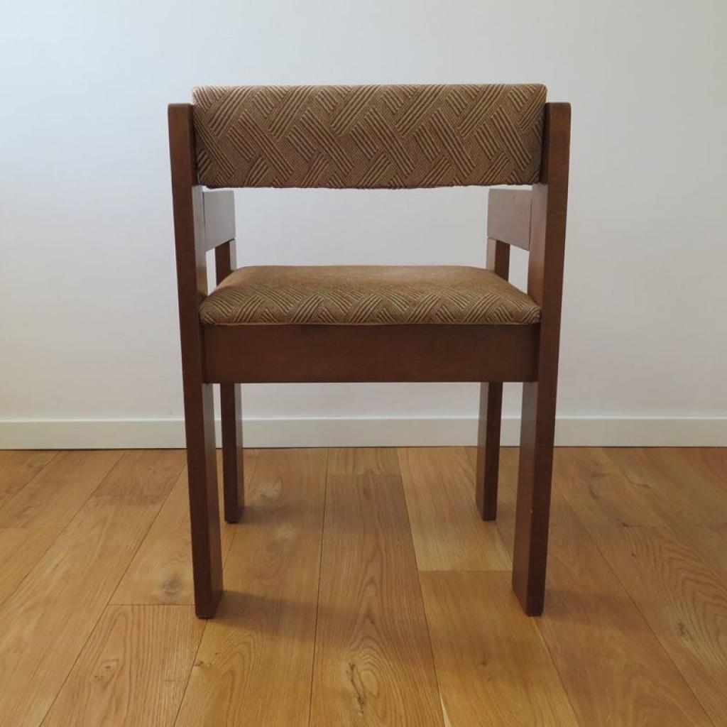 Set di 4 sedie anni '60 con struttura in legno e seduta in vinile di colore bordeaux con borchie negli angoli. Sedia Vintage In Legno Italia Anni 60 Ademore
