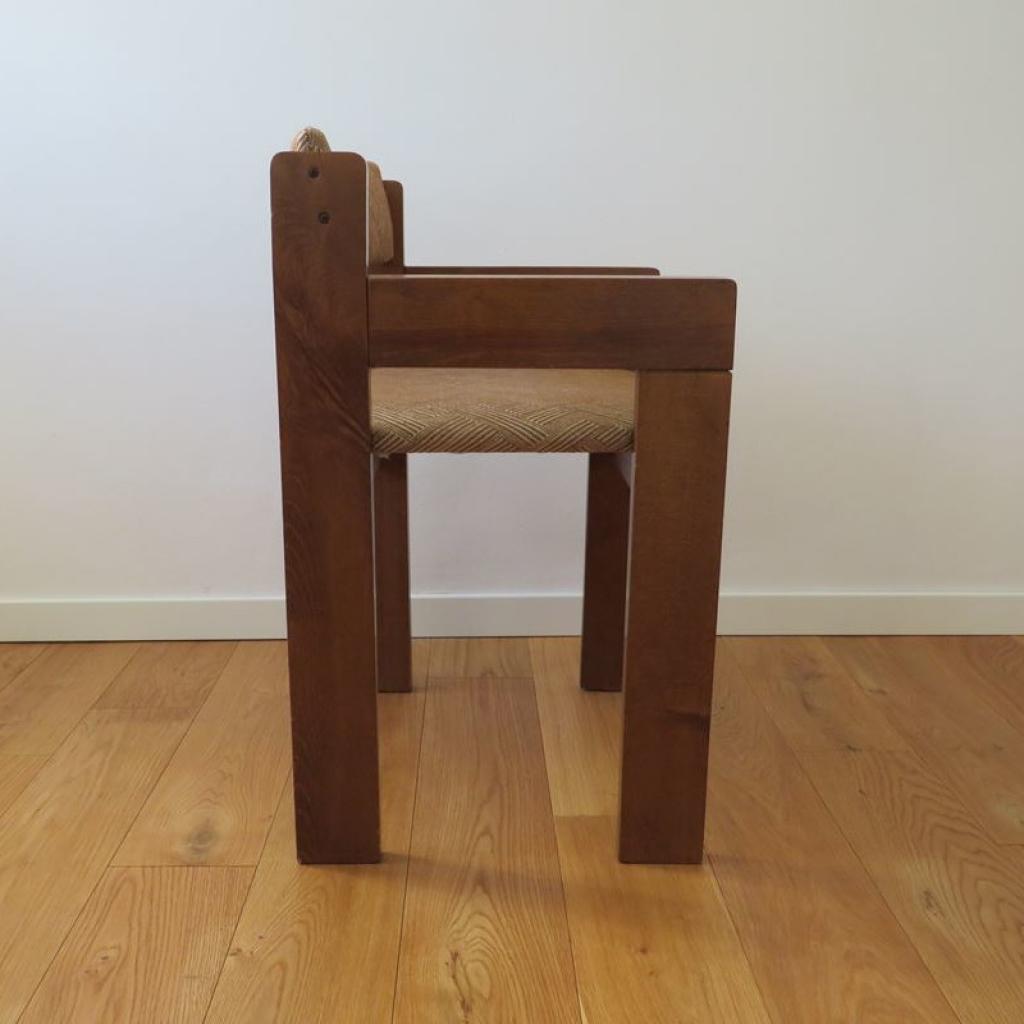 Il legno ha due toni che si alternano sia nel piano che sulle gambe. Sedia Vintage In Legno Italia Anni 60 Ademore