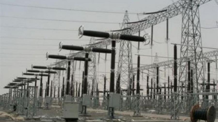 عدن.. البدء بتنفيذ حملة ازالة الربط العشوائي للكهرباء بمديرية كريتر