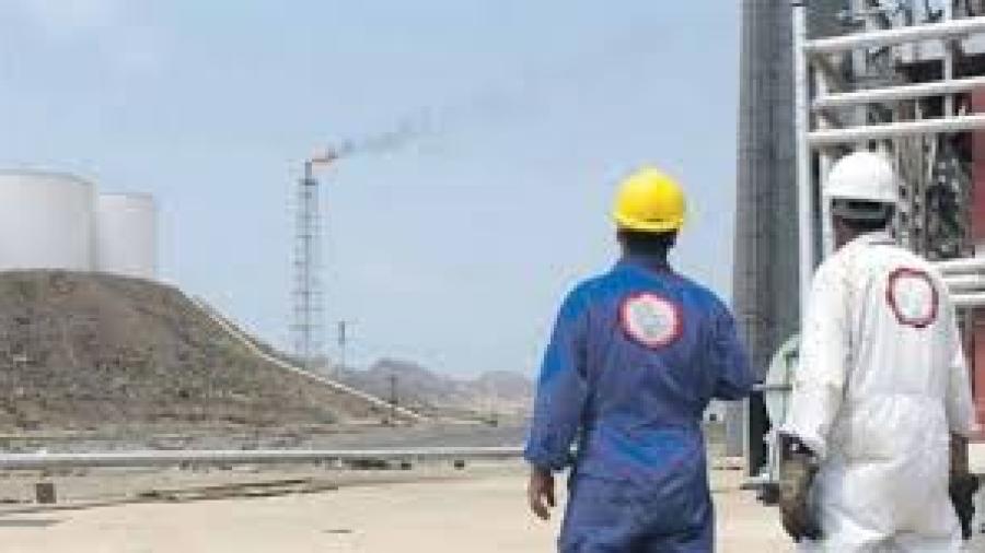 إجتماع في مأرب يقر إيقاف توزيع النفط على المناطق الخاضعة لسيطرة الحوثيين بسبب نهبهم لها