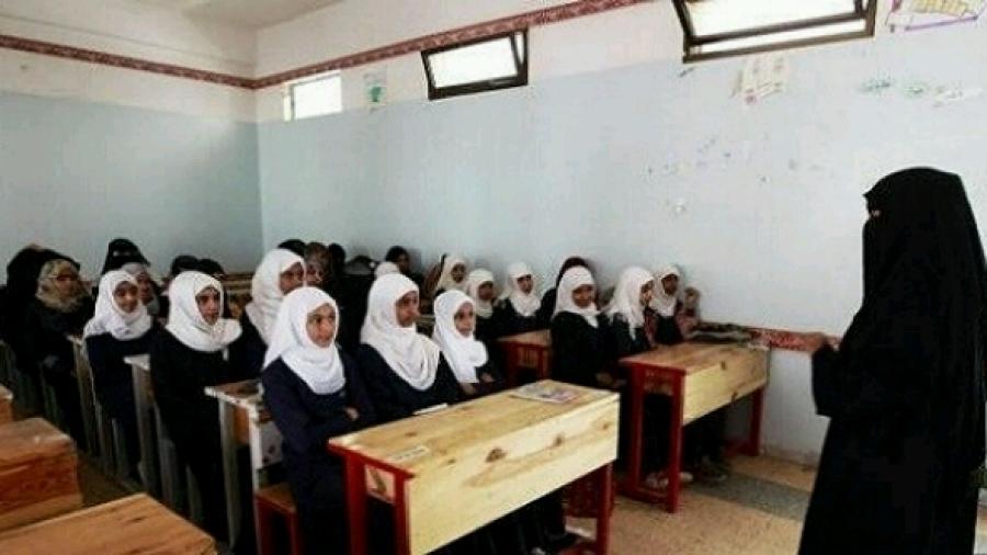 مليشيا الحوثي تفصل 704 من المعلمين والمعلمات في صنعاء وتستبدلهم بموالين لها
