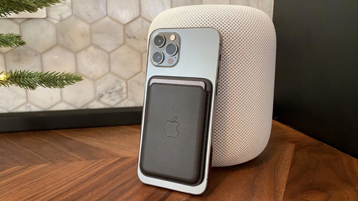 Hands-on: iPhone Leather Wallet with MagSafe offers a compelling but tricky experience