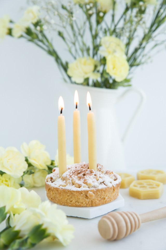 Celebrate with the delicious subtle scent of warm honey with these natural beeswax birthday cake candles with safe and non-toxic wax | The Makers Realm