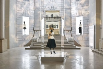 adf-web-magazine-christian-dior-designer-of-dreams-exhibition-1