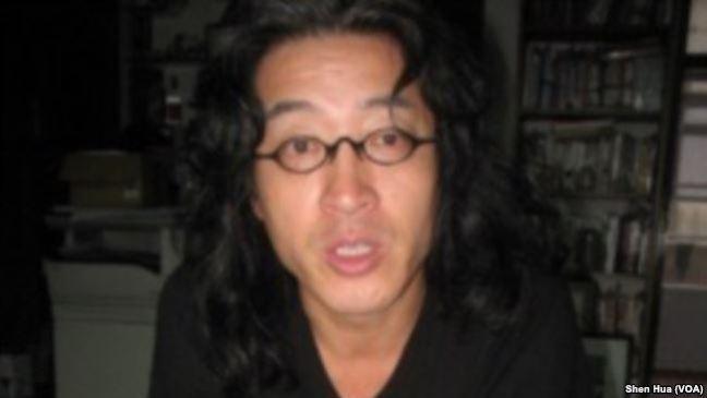 在台湾的中国流亡诗人贝岭 (美国之音记者申华 拍摄)