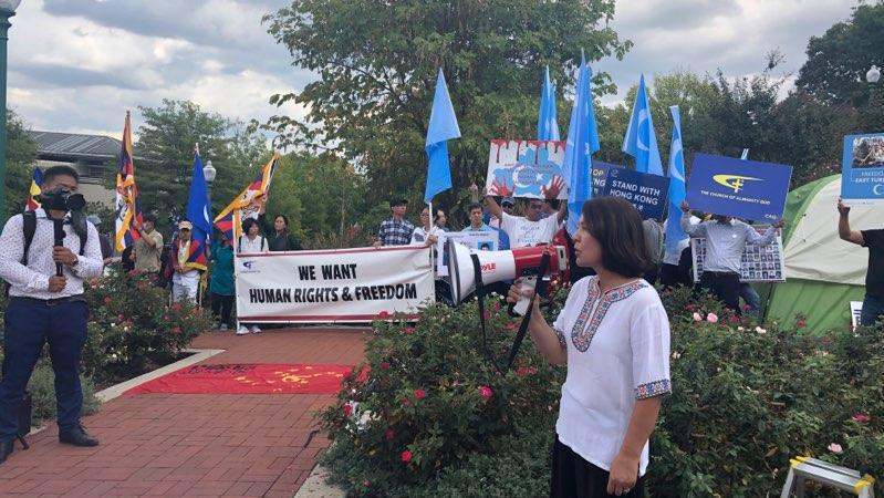 """2019年9月29号,在中国驻美国首都华盛顿的大使馆门前,举行了""""反对赤纳粹、声援自由香港集会"""""""