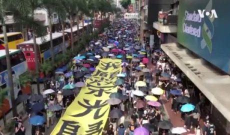 数以万计港人继续大游行抗议港府强推禁蒙面法