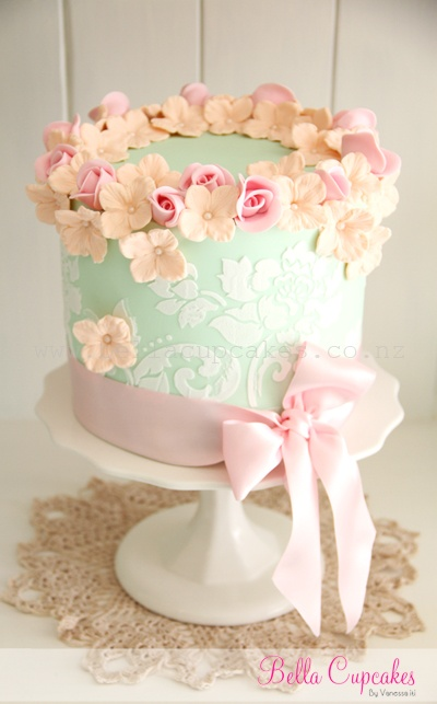 Bella Cupcakes Mint Green Wedding Cake, Image courtesy of Bella Cupcakes