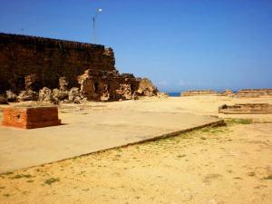 """En 1625 culmina la construcción de la nueva estructura defensiva, recibió el nombre de """"Real Fortaleza de Santiago de Arroyo de Araya."""