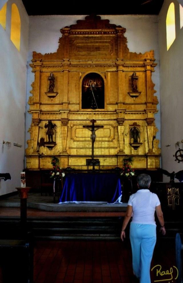 En su interior se encuentra un altar a San Francisco de Paul que data del año 1785