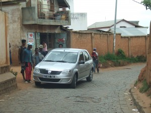 Dacia noua drum Antananarivo Madagascar
