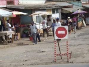 semn interzis gropi Antananarivo Madagascar