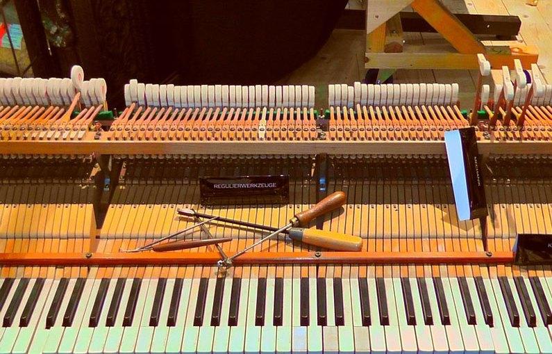 piano-fixing