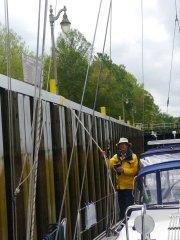 Steve handling lines in the South Mills lock
