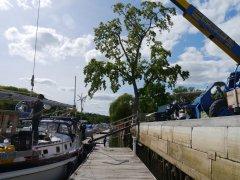 Crane lifting mast onto deck