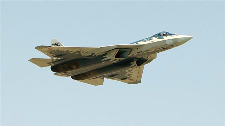 Rusya'nın ürettiği Su-57 savaş uçağının ilk müşterisi belli oldu. Cezayir Hava Kuvvetleri Rusya ile 2 milyar dolarlık bir anlaşma imzaladıklarını duyurdu.