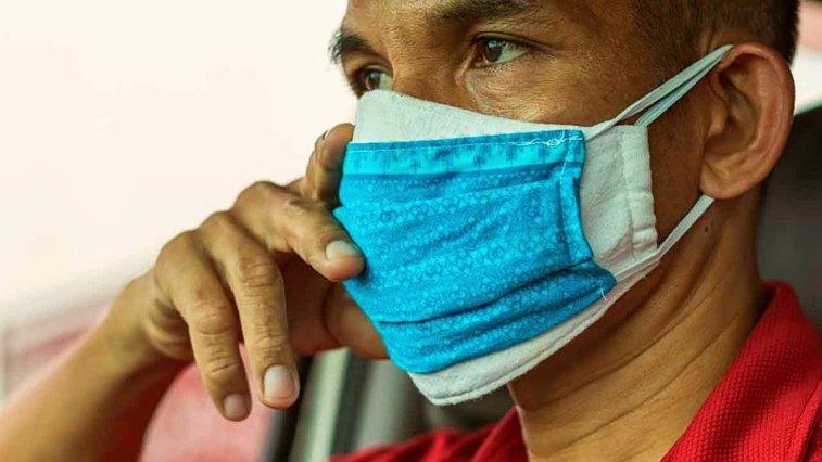 Corona virüse karşı önlem olarak çift maske kullananların sayısı artarken, genci yaşlısı pek çok kişi ergenler gibi sivilcelerle uğraşıyor