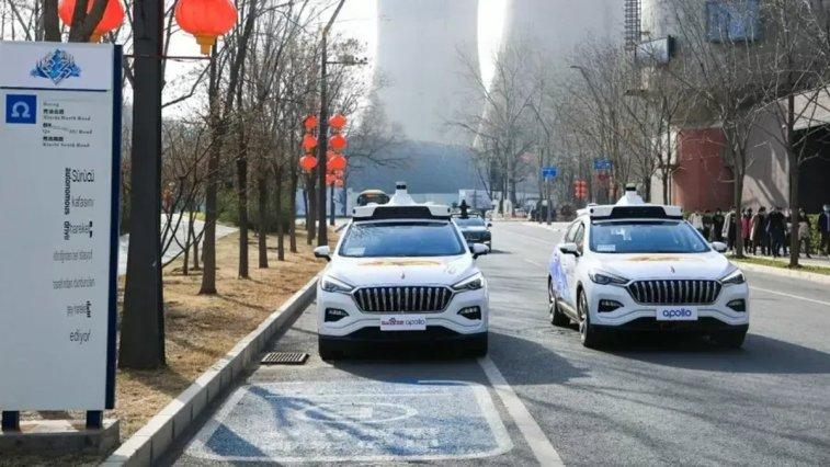 Pekin'deki Shougang Park bölgesinde hizmete giren sürücüsüz taksiler bu alandaki kullanıcıları gitmek istedikleri noktaya insan müdahalesi olmadan ulaştıracak.