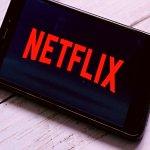 Netflix, kullanıcılara gönderdiği bir anket ile N-Plus olarak isimlendirilen bir hizmeti test etti. Dizi ve filmlerle ilgili öznel bir deneyim sunan N-Plus, içeriklerin kamera arkası prodüksiyon bilgilerini, yapımla ilgili podcast yayınlarını ve hatta kullanılan tüm müzikleri içeriyor.