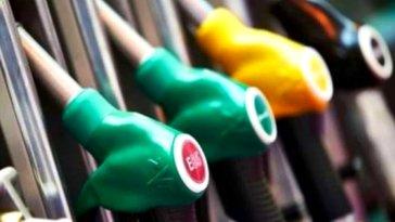 Bir arabaya farklı yakıt eklemek çok ciddi maddi zararlara yol açabilir. Bugün sizlere benzinli araçlara mazot, mazotlu araçlara ise benzin koyulursa ne olacağını açıkladık. Şimdiden söyleyelim, yanlış yakıt kullanımı motor değişimine kadar gidebiliyor.