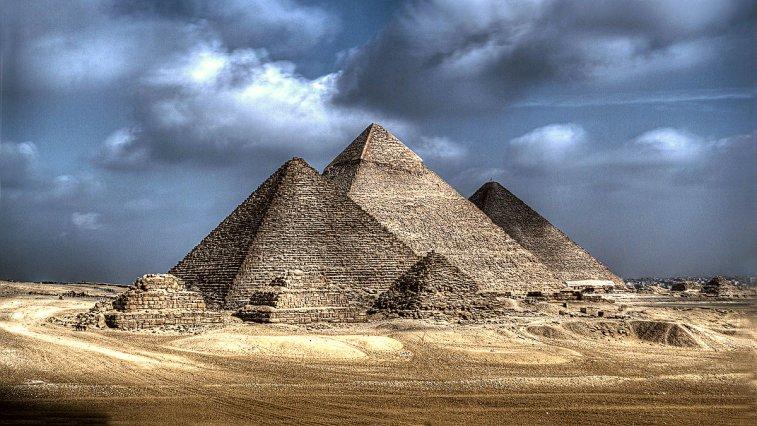Keops, Kefren, Mikerinos, 3 görkemli piramidleri duymuşsunuzdur. Gize Piramitleri olarak bilinir, ancak bu piramitlerin oldukça gizemli yapılar olduğunu biliyor muydunuz?