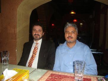 الدكتور صحبة الأستاذ نور الدين العويديدي الصحفي بقناة الجزيرة والمشرف على قسم المراسلين بها