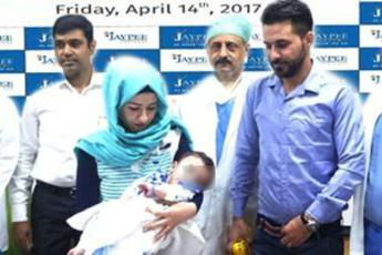 India, operato bimbo nato con 8 arti