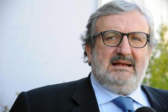 Puglia, verso incontro M5S-Pd per passo indietro Laricchia: rivolta grillini anti-Emiliano