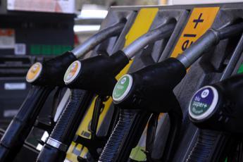 Carburanti, prezzi in lieve aumento