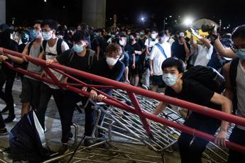 Hong Kong, scontri tra polizia e manifestanti