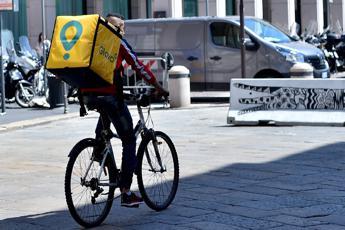 Altroconsumo, piattaforme food delivery puntuali nel 95% dei casi
