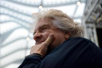 Grillo annulla tour 'Terrapiattista'