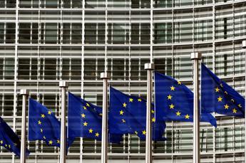 Variante Covid, Ue convoca riunione d'emergenza
