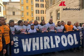 Whirlpool chiude sito Napoli il 31/10, da governo 7 mesi per alternativa