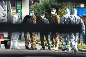 Virus, studente italiano rimpatriato da Wuhan: Stiamo bene