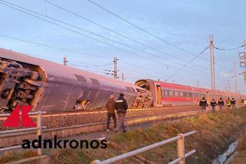 Lodi, treno deraglia: 2 morti e diversi feriti/FOTO