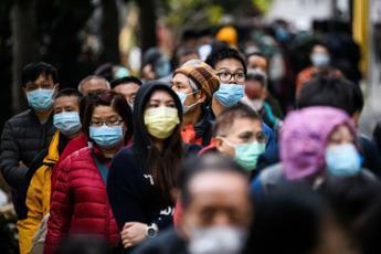 Virus, 1350 morti in Cina: 242 in un solo giorno a Hubei