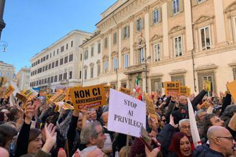 Vitalizi, in piazza l'orgoglio M5S