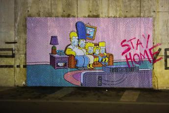Coronavirus, a Pompei lo street artist ingaggia i Simpson per 'Stay Home'