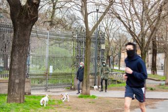Coronavirus, da orari negozi a jogging: possibile stretta nel weekend