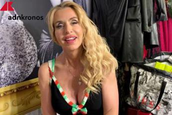Coronavirus, Lucarelli: Valeria Marini ha mentito su tampone? Mediaset chiarisca