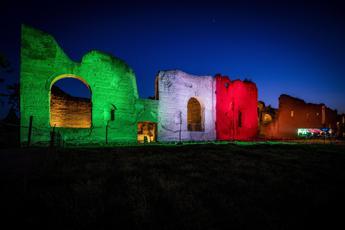 Le Terme di Caracalla si illuminano con il Tricolore