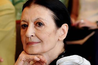 Carla Fracci: Impossibile danzare con la mascherina e a distanza