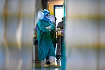 Coronavirus, 145 morti in un giorno