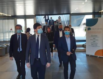Manfredi visita lab ReiThera: Italia sia all'avanguardia ricerca vaccini e farmaci