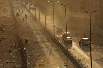 Esplosione Beirut, il premier libanese: I responsabili pagheranno