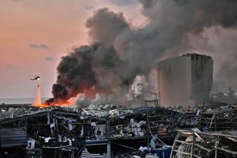 Esplosioni Beirut, fonti Hezbollah: E' stato sabotaggio israeliano