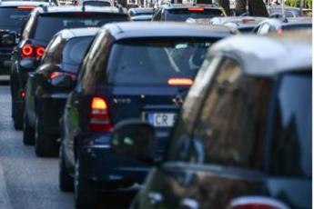 Effetto covid, meno spostamenti e più auto privata