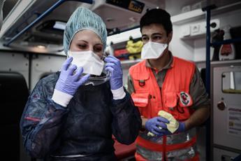 Covid, altri 7mila casi in Francia