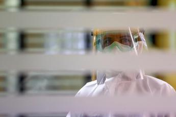 Covid, nel mondo 30,5 milioni di casi e oltre 950mila morti